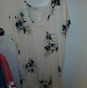 Maurices floral tshirt